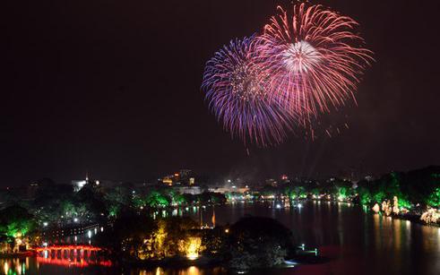 Hà Nội bắn pháo hoa tại 30 điểm chào mừng 60 năm Giải phóng Thủ đô