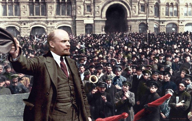 """V.I. Lênin từng chiến đấu không biết mệt mỏi để chống lại các thủ đoạn """"đánh tráo khái niệm"""" của những người cơ hội chính trị"""